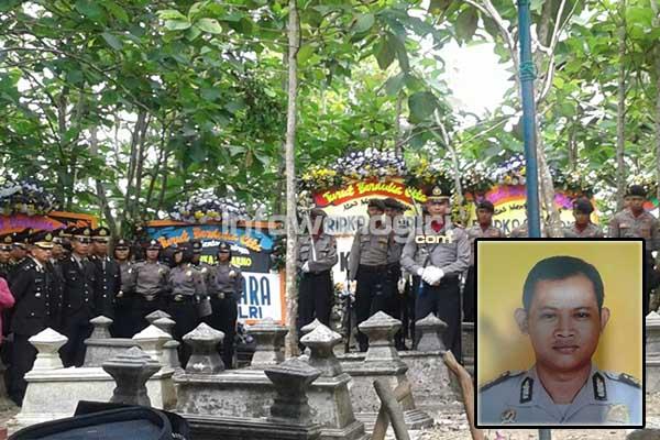 prosesi upacara pemakaman Bripka Suwarno