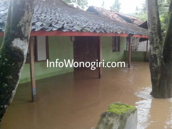 TKP Banjir di wilayah Kecamatan Nguntoronadi, satu dari tujuh TKP bencana alam yang terjadi serentak Kamis (2/2/17) malam.