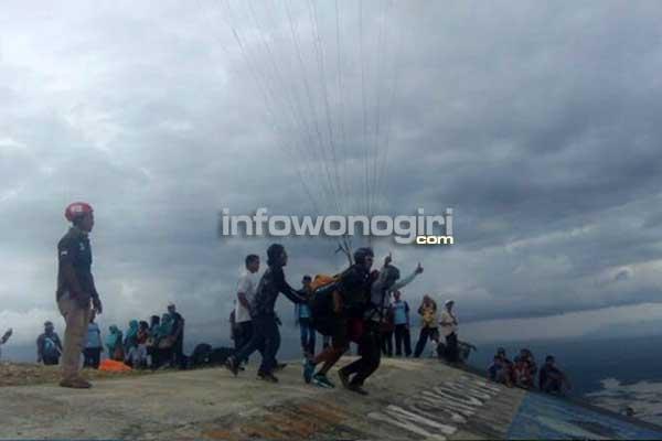 Puncak Joglo destinasi wisata alam, untuk terjun payung dari ketinggian 400 Dpl.